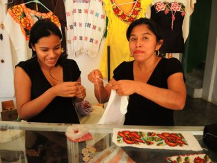 Erica (left) learned beading from her mother-in-law Adelida. Location: San Jose Ejido in Guerrero, Mexico.
