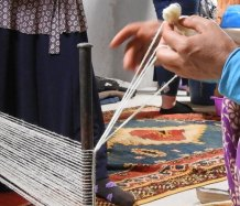 Moroccan rugs are started with a twined edge before going to the loom.