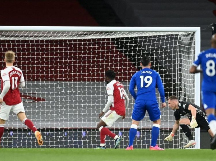 Everton inch closer to Champions League spot after Leno's ...