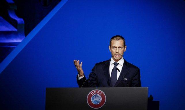 Alexander Ceferin durant un meeting de l'UEFA début mars 2020
