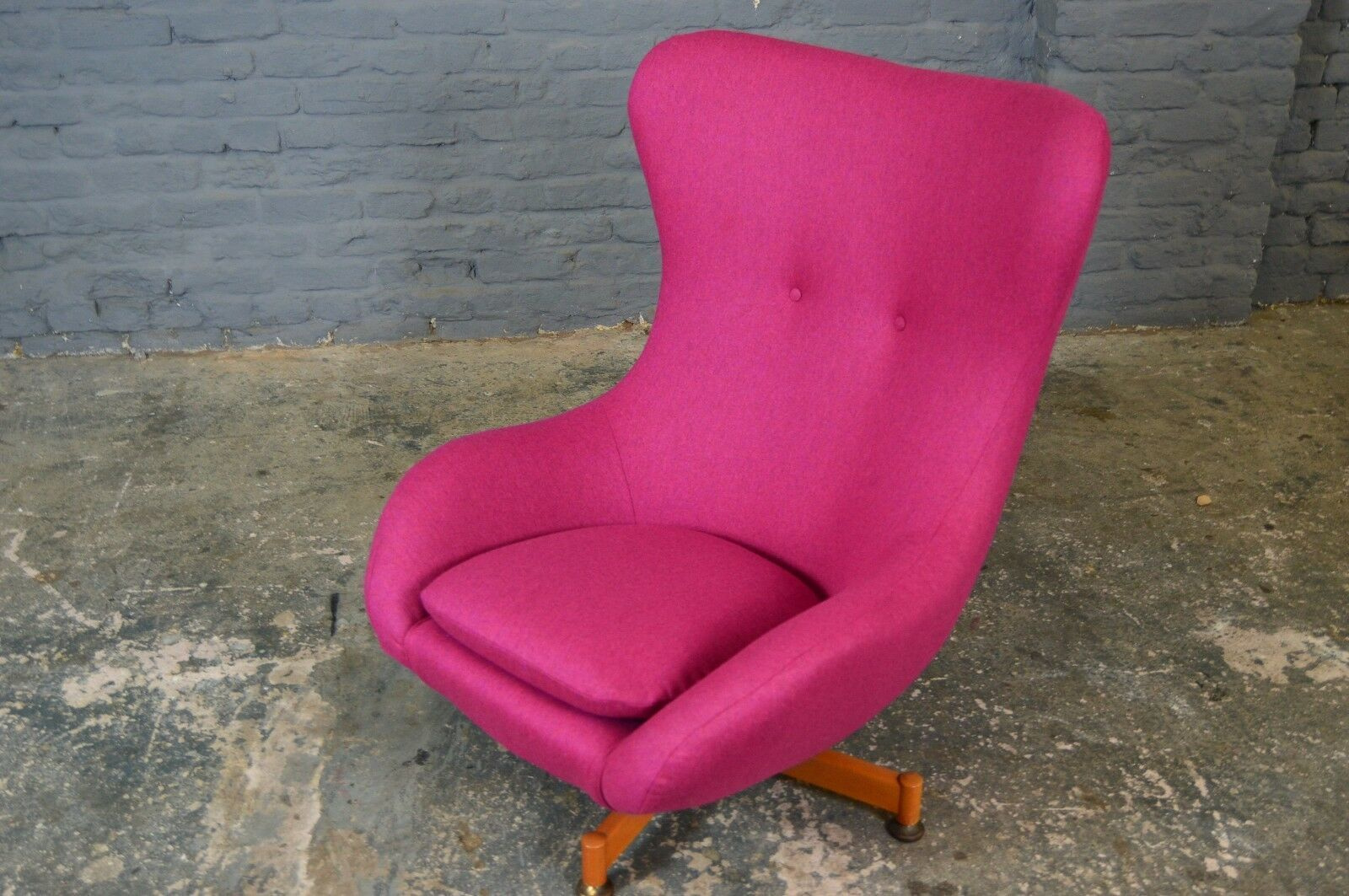 Pink Egg Chair Vintage Retro Mid Century Greaves Thomas Egg Chair New Raspberry Pink Wool