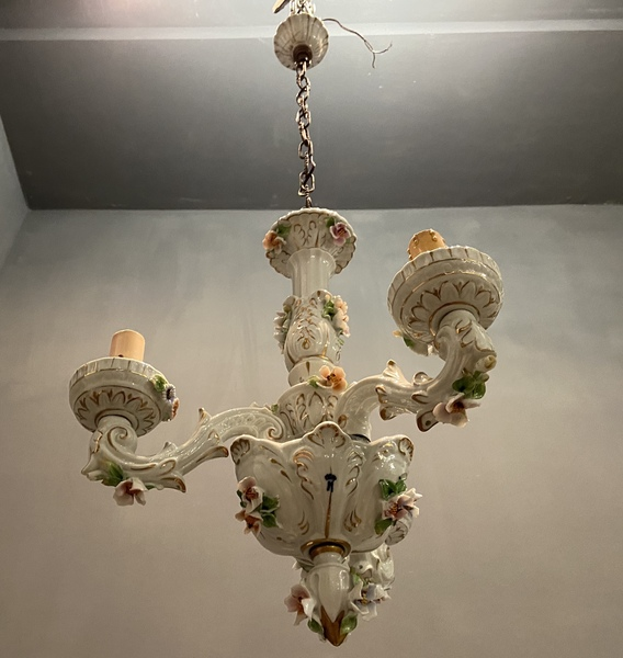 A school, the academia del modello, was also established to train talented young artists in the painstaking techniques of ceramic sculpting. Vintage Italian Capodimonte Porcelain Chandelier Vinterior