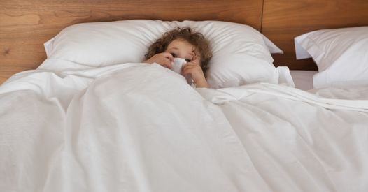 enfant fait pipi au lit