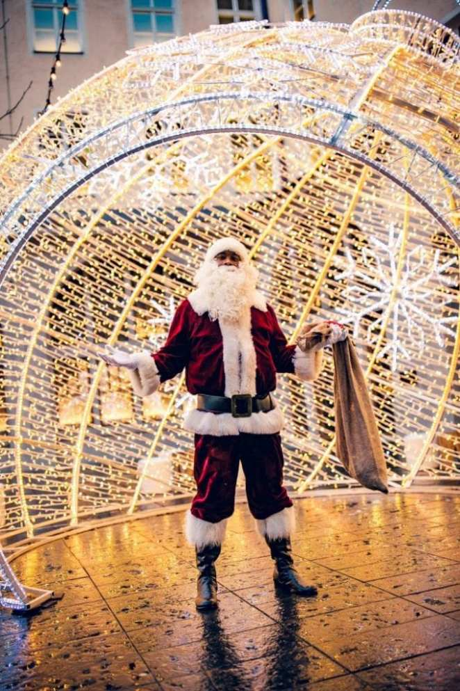 Munich: David Alaba disguises himself as Santa Claus in the street (PHOTOS)