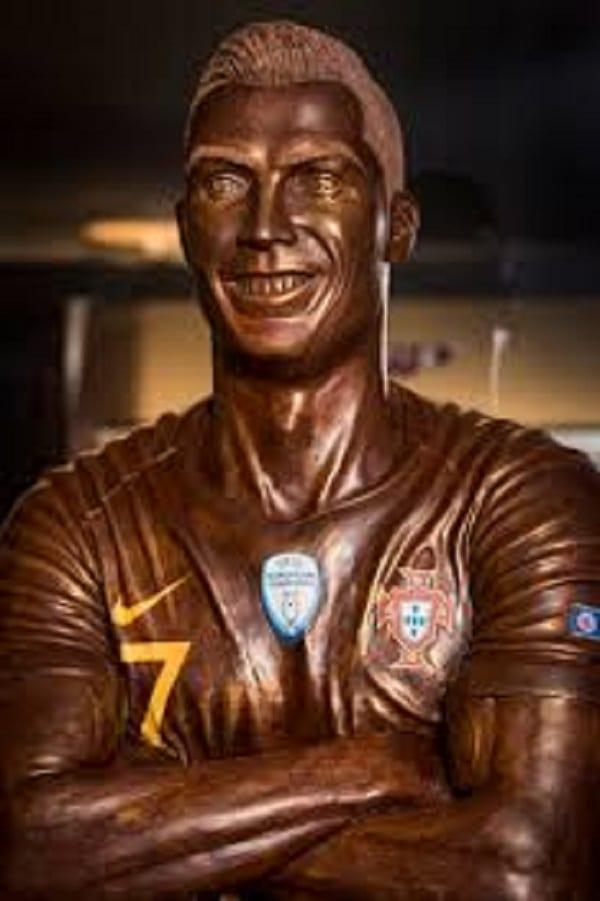 Cristiano Ronaldo: his 120 kg chocolate statue unveiled in Switzerland
