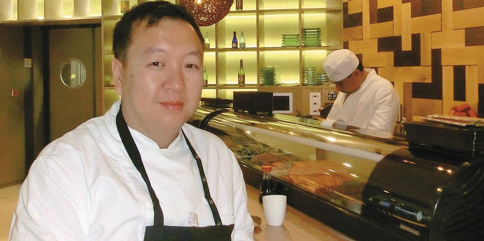 The Duc Ngo kocht in der Bank  Allgemeine Hotel und