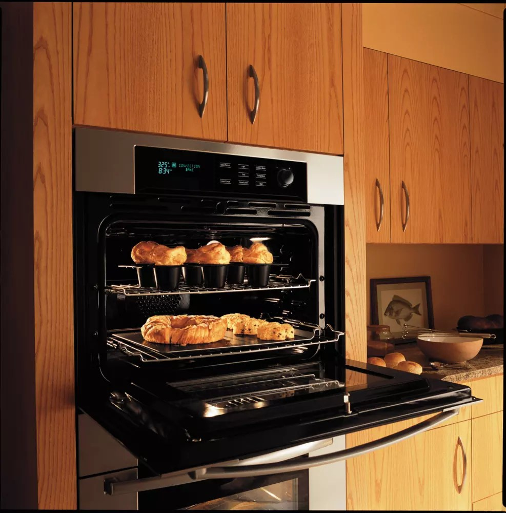 Bosch HBL745AUC Single Electric Wall Oven With Genuine European Third Element Convection