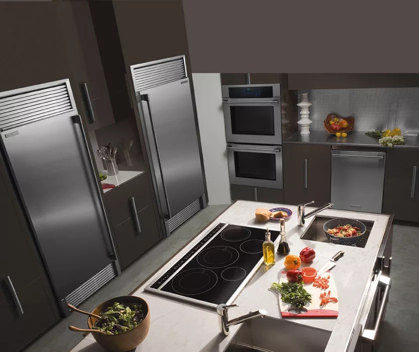 Electrolux E32AR75FPS 165 cu ft AllRefrigerator with 3