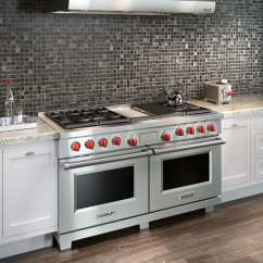 Wolf Kitchen Ranges Tier Curtains Df606cglp 60 Inch Pro Style Dual Fuel Range With 6 Stacked Oven Knob Lifestyle View