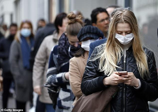 القيود تتزايد حول العالم لاحتواء كورونا