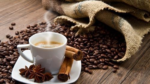 ماذا يحدث للجسم عند تناول القهوة يومياً؟