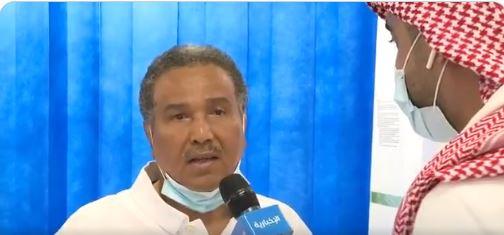 فيديو.. محمد عبده يتلقى لقاح كورونا ويحث الجميع: اغتنموا الفرصة