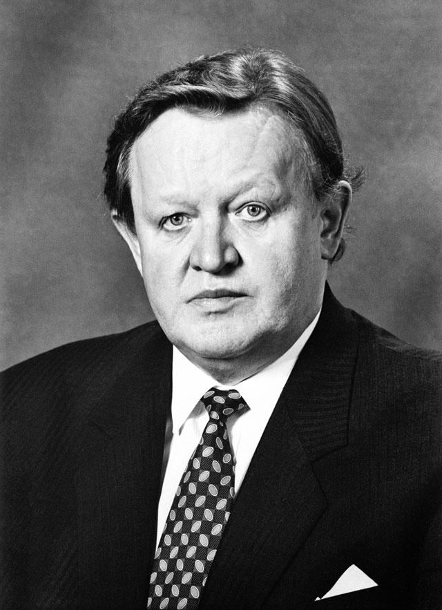 Suomen Presidentit Sarja Ahtisaari Oli Kansainvälinen Apu
