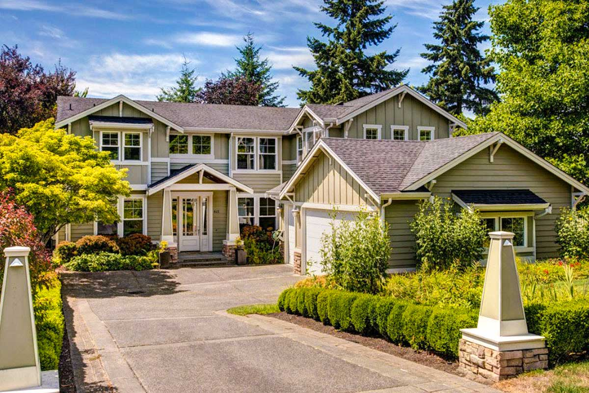 4-bed Craftsman With 3-car Courtyard-entry Garage