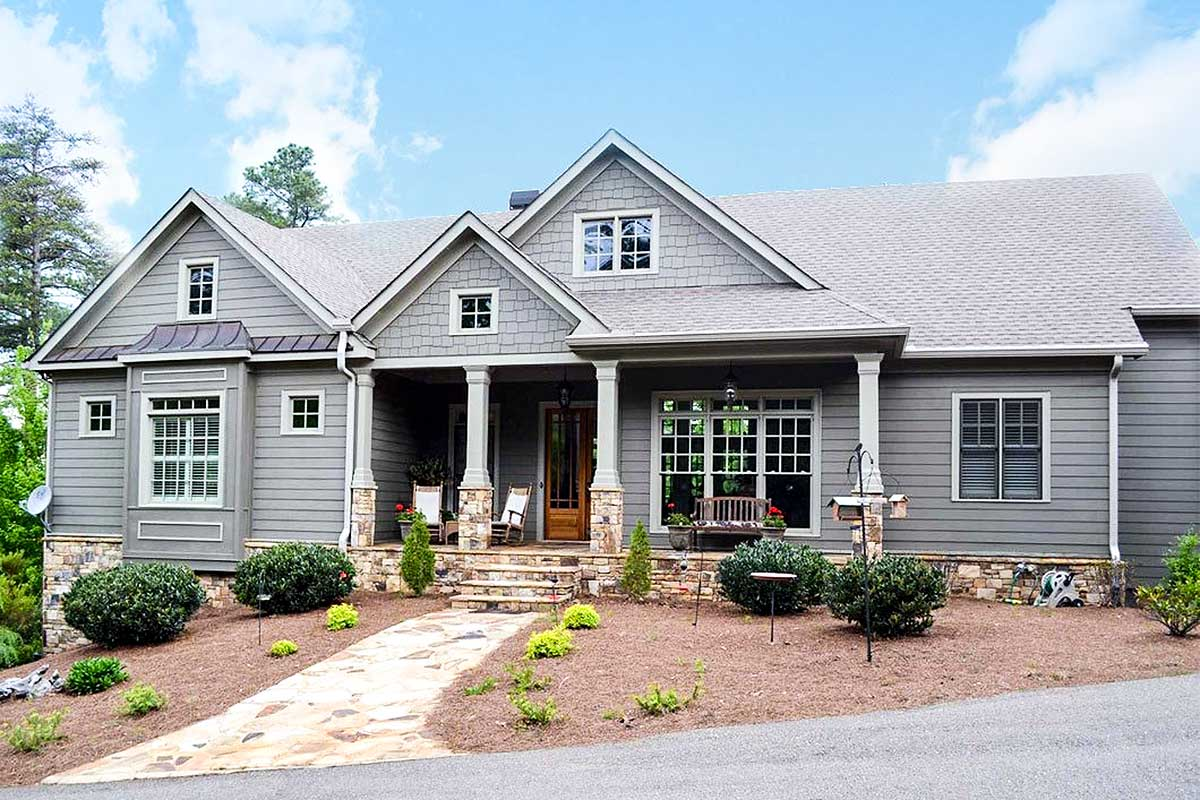 Mountain Home Plan With Garage And Bonus Level - 29826rl