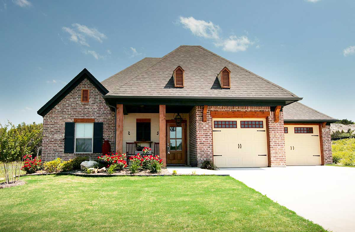 Acadian House Plan With Unique Garage Layout 915018chp