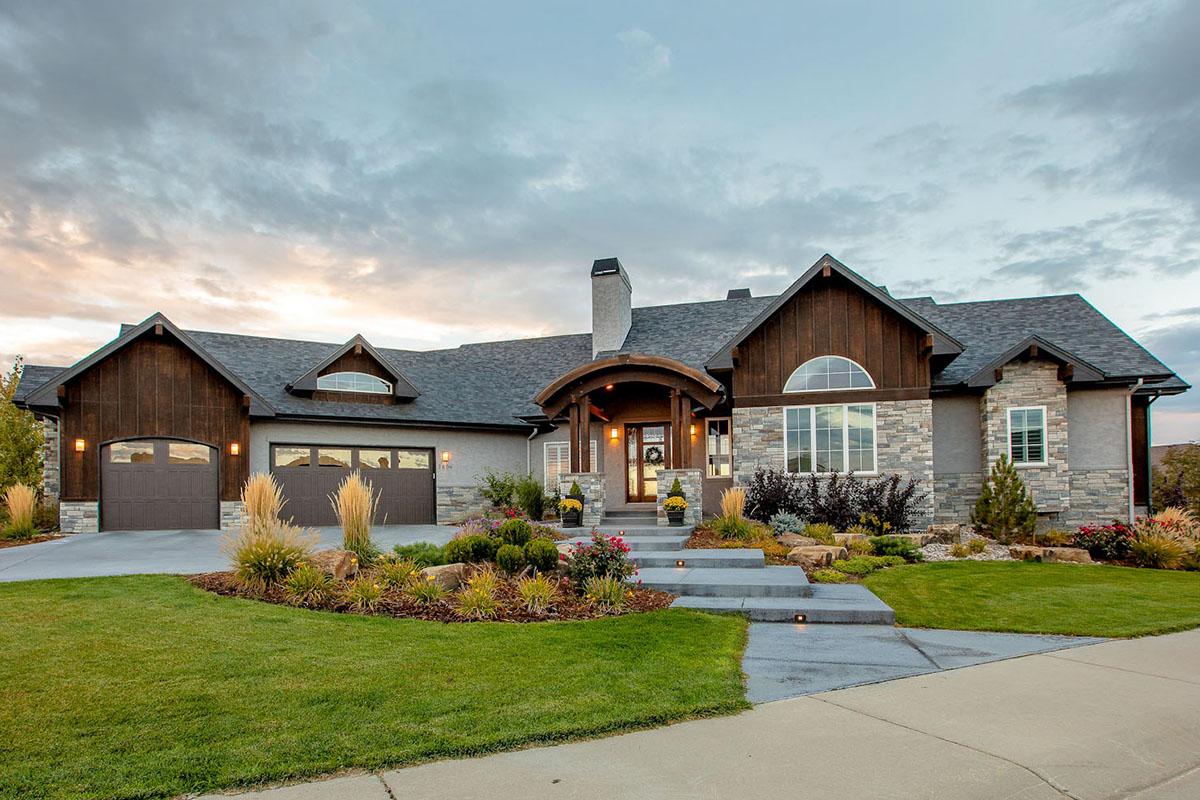 Sprawling Mountain House Plan With Split Beds 95068rw