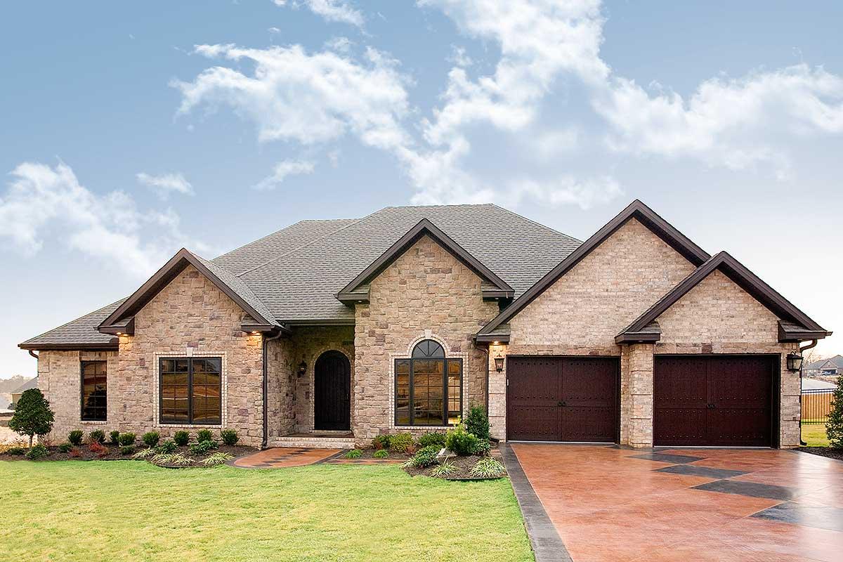 Stately Brick Exterior - 59811nd Architectural Design