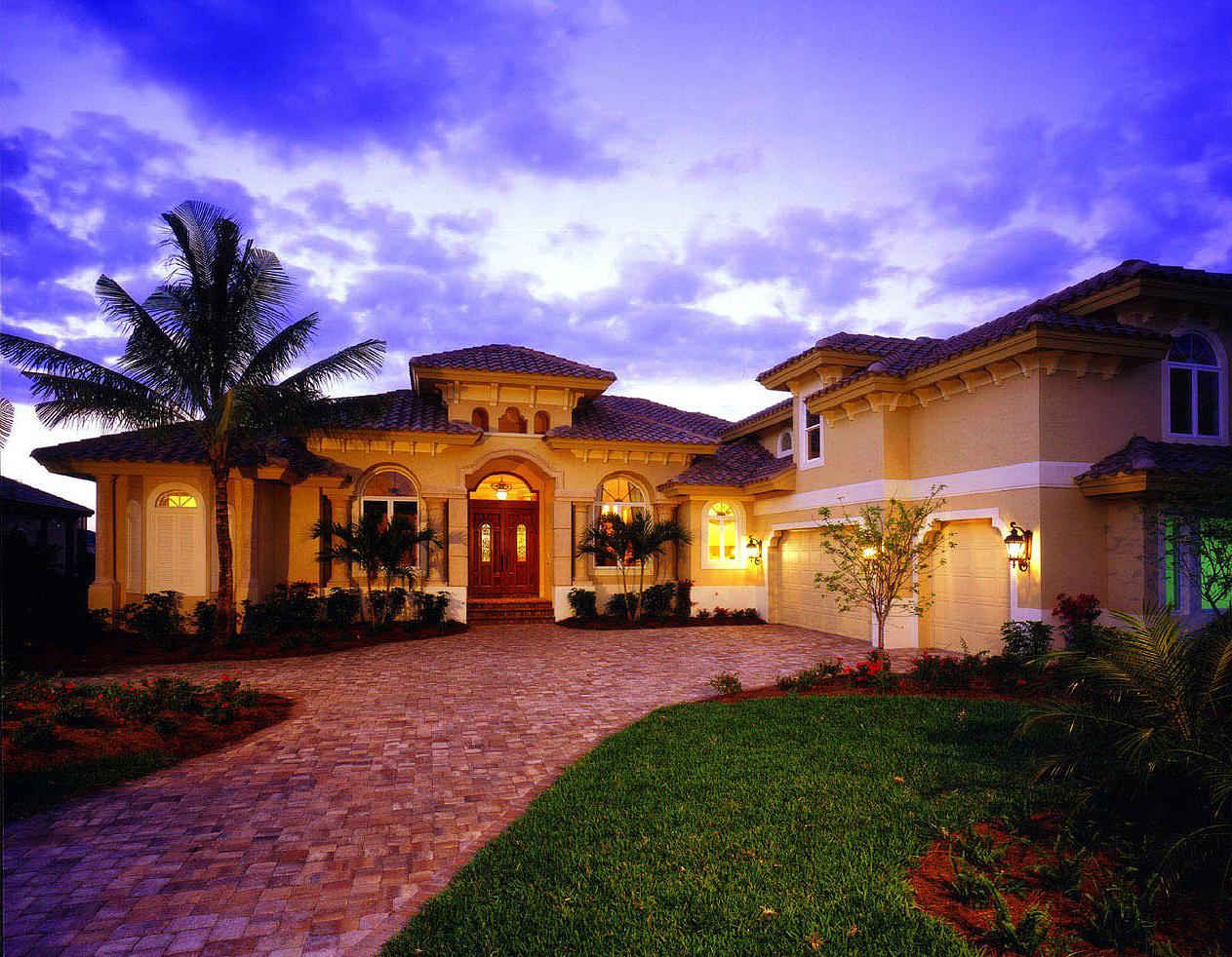 Cozy And Elegant Luxury House Plan 66011we