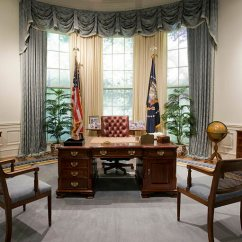 Oval Office Chair Black Counter Height Chairs From Roosevelt To Resolute The Secrets Of All 6 Desks He Brought His Beloved Desk With Him Proper Sending Its Predecessor See Below Into Storage For Duration