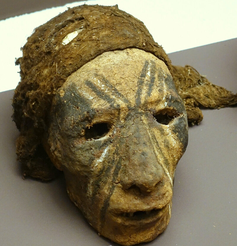 Another example, showing a skull with spider web cap, on display at the Ethnological Museum of Berlin.