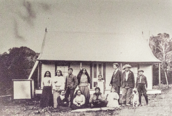 A group of Moriori and Māori people, from the late 19th century.