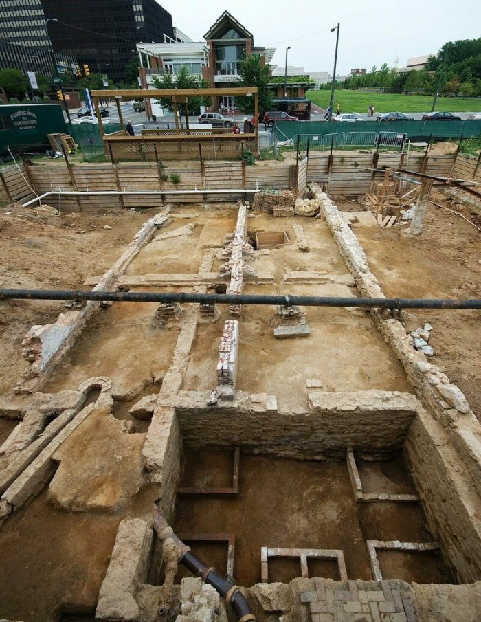 The archaeological excavation of the President's House in Philadelphia, which was completed in 2010. The remains of the foundation of the kitchen building can be seen in the right foreground.