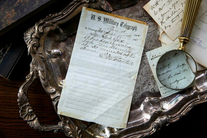The original handwritten message that officially announced Abraham Lincoln's death.