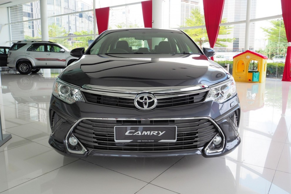 all new camry 2.5 g grand avanza youtube first look: 2015 toyota 2.5l hybrid and 2.0g [+video ...