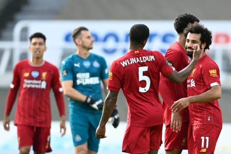 PEMAIN Liverpool ceria selepas menamatkan aksi Liga Perdana Inggeris dengan kemenangan 3-1 ke atas Newcastle United. - Foto AFP