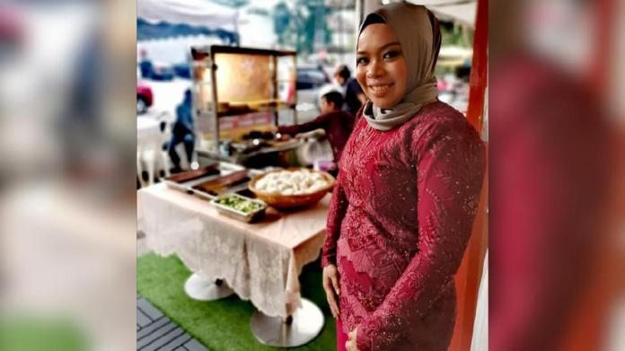 Berkongsi dengan seorang teman, Ayu membuka restoran menyajikan juadah dari Barat, Jawa dan Sabah di Bukit Antarabangsa. Foto IG Ayu Damit