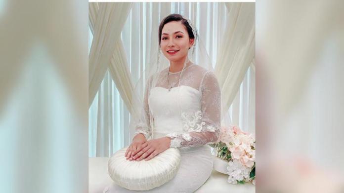 Gambar Aishah Azman mengenakan pakaian serba putih atas pelamin menimbulkan tanda tanya sudah menemui pengganti bekas tunang. - Foto IG Aishah Azman