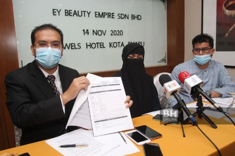 Zalina bersama peguam, Nik Saiful Adli Burhan mengadakan sidang media, di Kota Bharu hari ini. - NSTP/Nik Abdullah Nik Omar