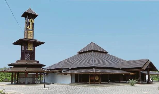 Masjid ArRahman sulam keunikan seni bina Melayu Islam