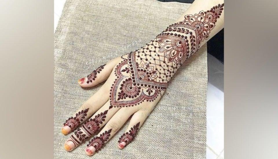 Gambar Henna Tangan Pengantin Warna Putih