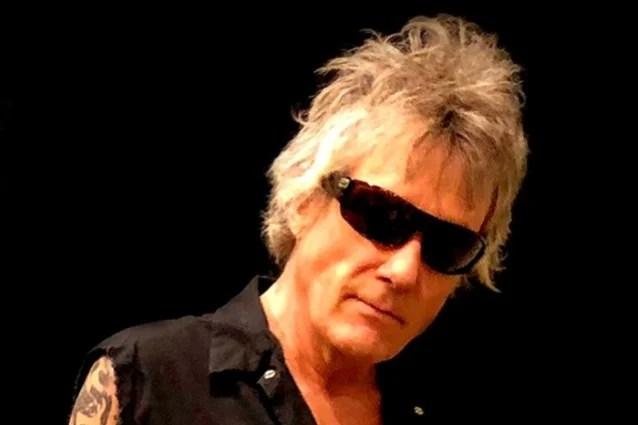 El ex baterista JAMES KOTTAK de SCORPIONS es