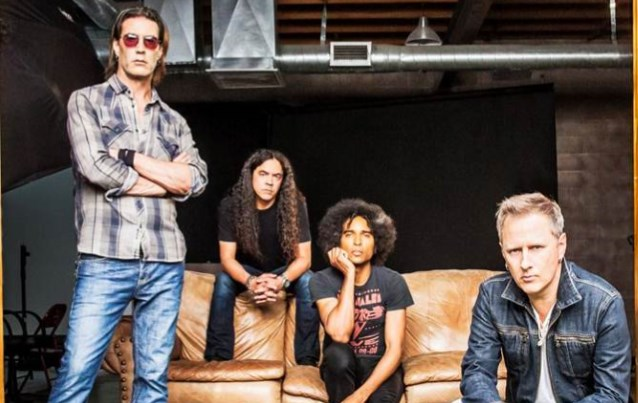 ALICE IN CHAINS And LENNY KRAVITZ To Support GUNS N' ROSES On 'Not In This Lifetime' Tour