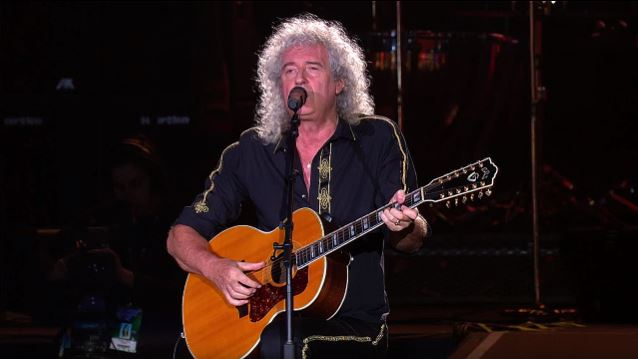 Video: QUEEN's BRIAN MAY Performs 'Love Of My Life' At ROCK IN RIO Festival