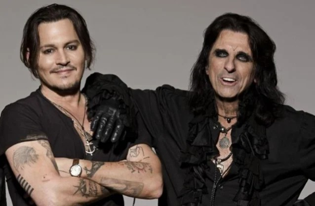 知名金屬樂團 Hollywood Vampires 主唱 Alice Cooper 談起團員 Johnny Depp:我從未看過他這麼快樂