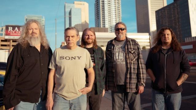 另類鄉村搖滾樂團 Meat Puppets 釋出超歡樂新曲影音 Nine Pins