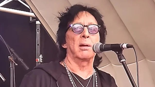 Original KISS Drummer PETER CRISS Pays Tribute To ERIC CARR: He 'Was A Sweetheart Of A Man And A Great Drummer'