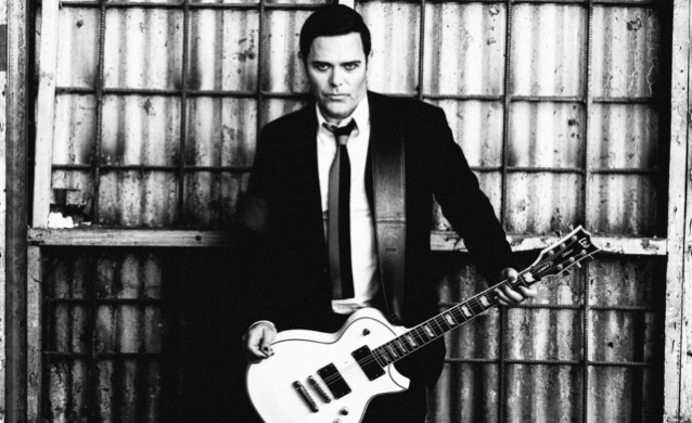 RAMMSTEIN吉他手的EMIGRATE項目:'你是如此美麗'的音樂視頻
