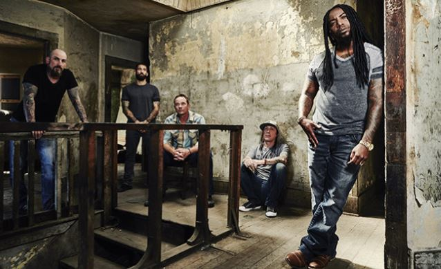 SEVENDUST Signs With RISE RECORDS, Taps Producer MICHAEL 'ELVIS' BASKETTE For Next Album
