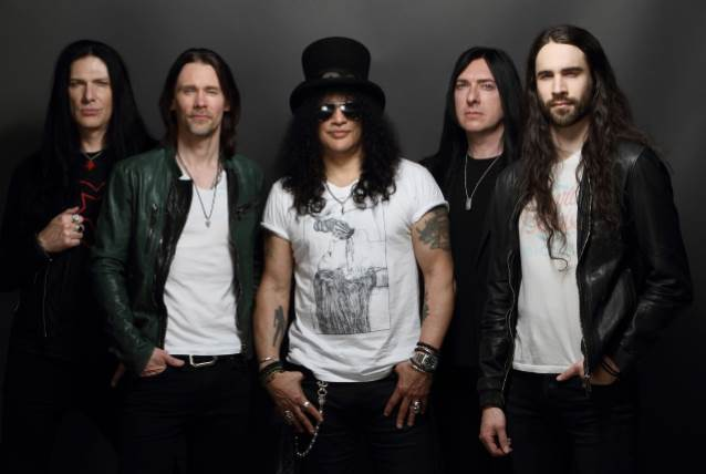 SLASH FT. MYLES KENNEDY & THE CONSPIRATORS To Release 'Living The Dream' Album In September; North American Tour Announced