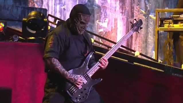 SLIPKNOT Bassist Rushed To Hospital During Hartford Concert; Band Completes Set As Eight-Piece