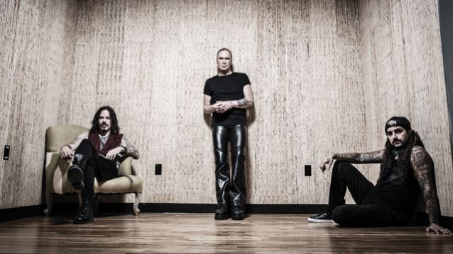 THE WINERY DOGS Sign Co-Publishing Agreement With ROUND HILL MUSIC