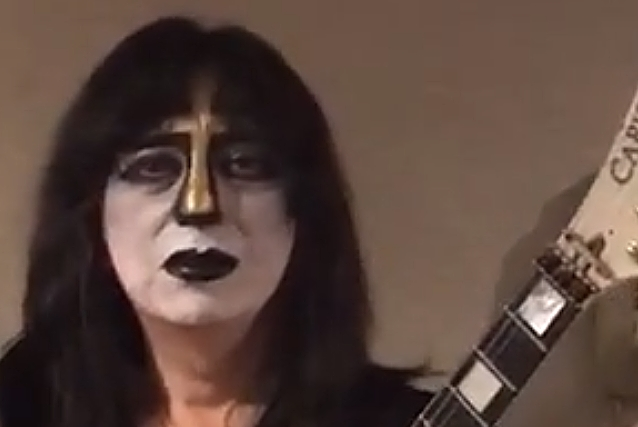 VINNIE VINCENT Dons Variation Of 'Ankh Warrior' Makeup For CHILLER THEATRE Appearance: Video, Photos