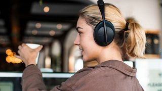 A woman wearing Bose Noise Cancelling Headphones 700 out in public