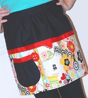 Kymy_retro_inspired_two_tone_apron_vertical