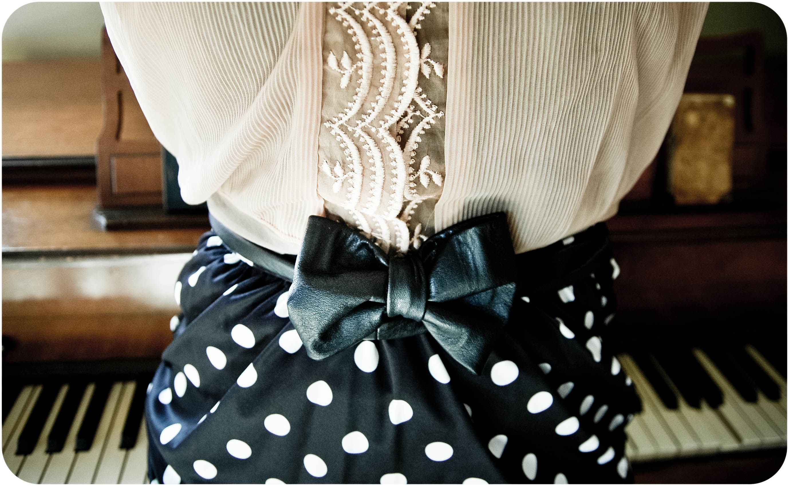 diy leather belt chair black and white dining room chairs bow  sewing projects burdastyle